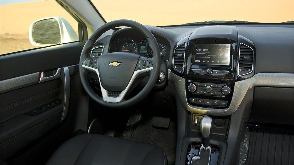 So sánh xe Chevrolet Captiva Revv 2018 và Kia Sorento 2018 về táp-lô 8