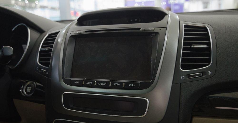 So sánh xe Chevrolet Captiva Revv 2018 và Kia Sorento 2018 về tính năng giải trí 3