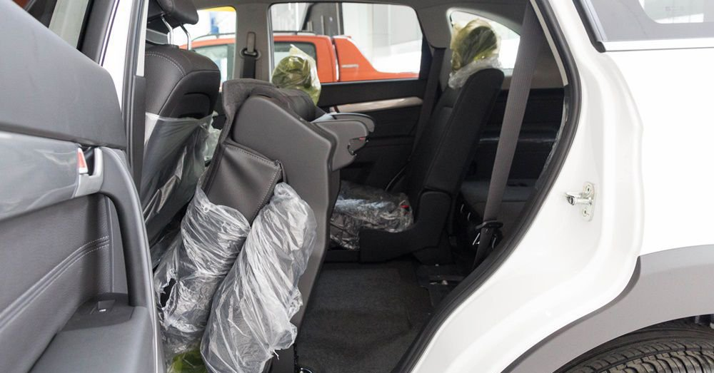 So sánh xe Chevrolet Captiva Revv 2018 và Kia Sorento 2018 về ghế xe 5