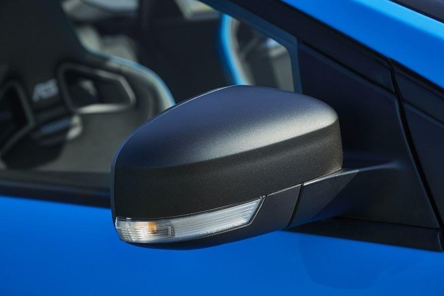 Ảnh chụp gương chiếu hậu xe Ford Focus RS 2018