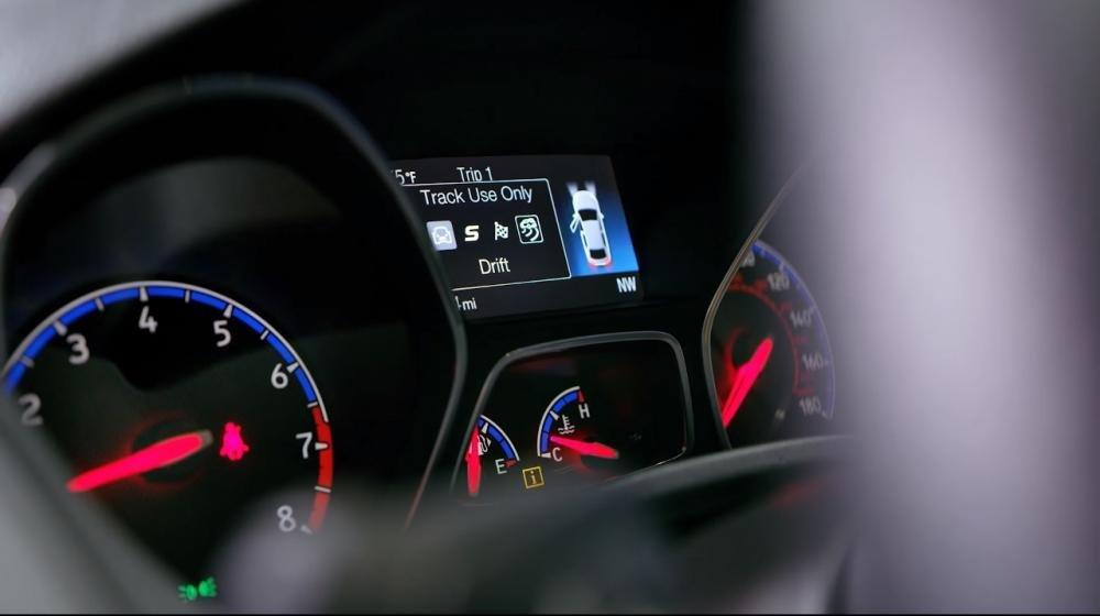 Ảnh chụp cụm đồng hồ xe Ford Focus RS 2018