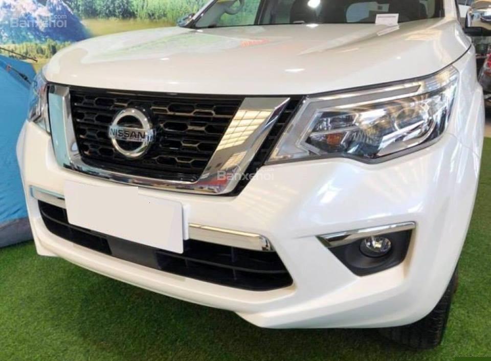 Đánh giá xe Nissan Terra 2018: Chi tiết đầu xe.