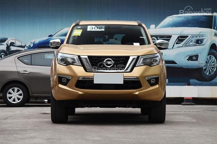 Đánh giá xe Nissan Terra 2018: Đầu xe.