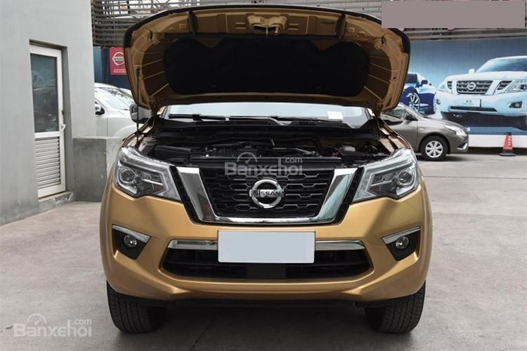 Đánh giá xe Nissan Terra 2018: Xe được trang bị động cơ xăng.