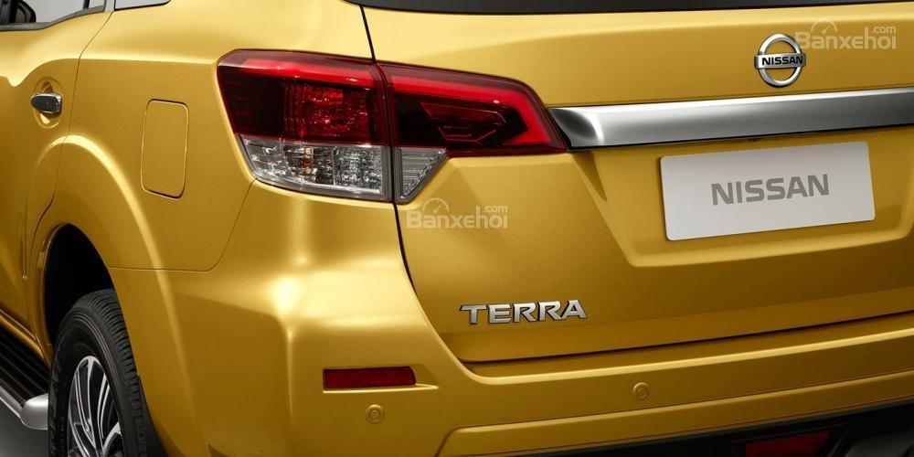 Đánh giá xe Nissan Terra 2018: Đèn hậu.