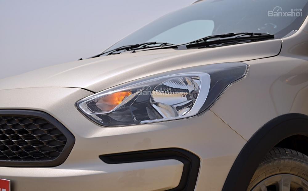 Đánh giá xe Ford Freestyle 2018: Đèn pha LED..