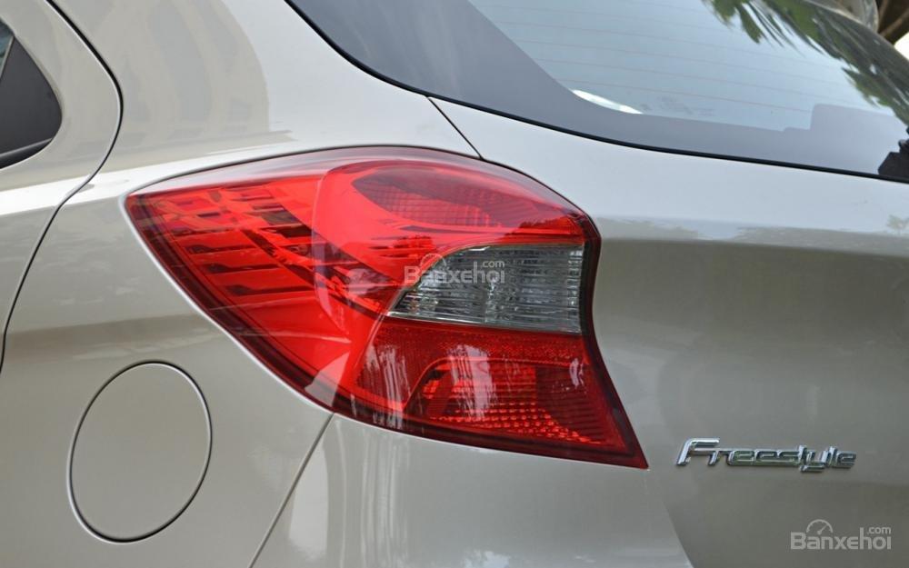 Đánh giá xe Ford Freestyle 2018: Đèn hậu LED/