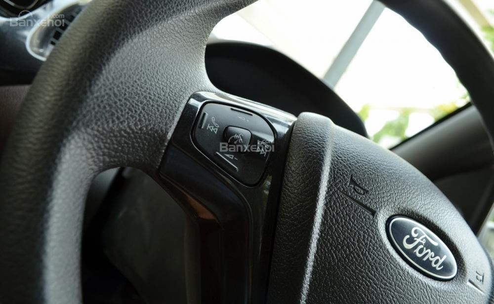 Đánh giá xe Ford Freestyle 2018: Vô-lăng tích hợp các nút điều khiển...