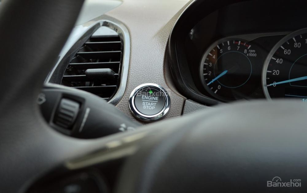 Đánh giá xe Ford Freestyle 2018: Nút bấm khởi động.