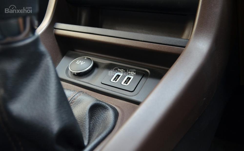 Đánh giá xe Ford Freestyle 2018: Cổng USB.