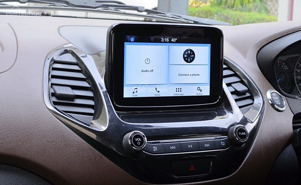 Đánh giá xe Ford Freestyle 2018: Màn hình cảm ứng 6,5 inch.