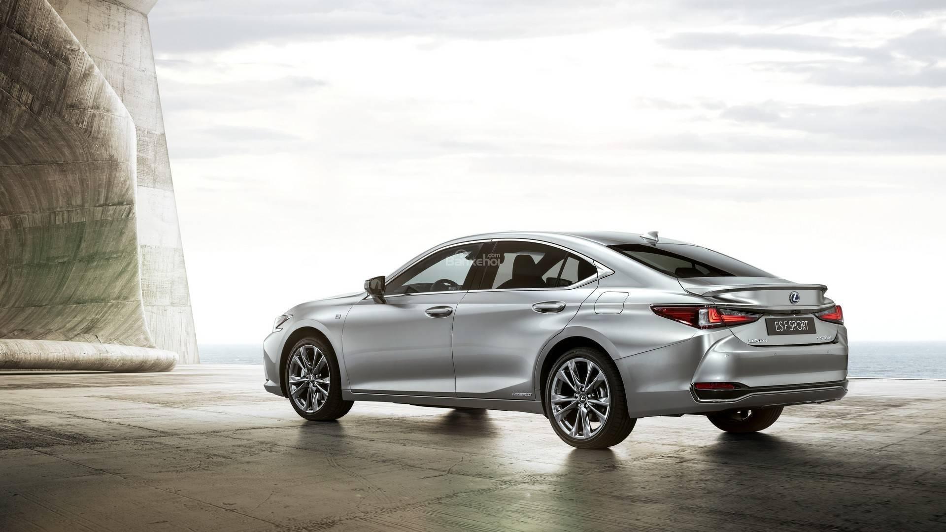 Đánh giá xe Lexus ES 2019 về cảm giác lái 1a