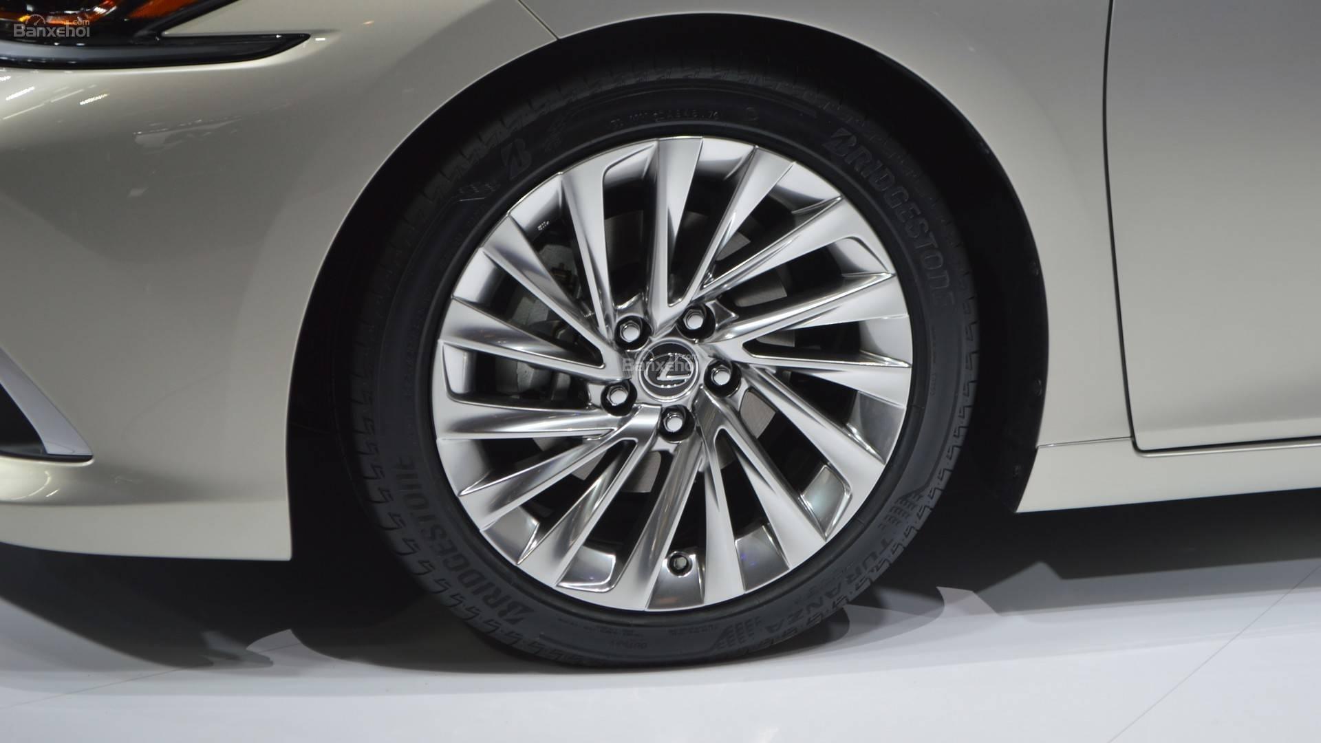 Đánh giá xe Lexus ES 2019: La-zăng có tùy chọn 17, 18, 19 inch z