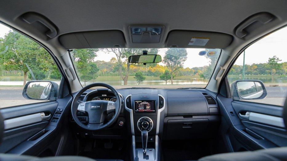 Chevrolet Trailblazer thua kém Isuzu Mu-X khá nhiều về trang bị nội thất.