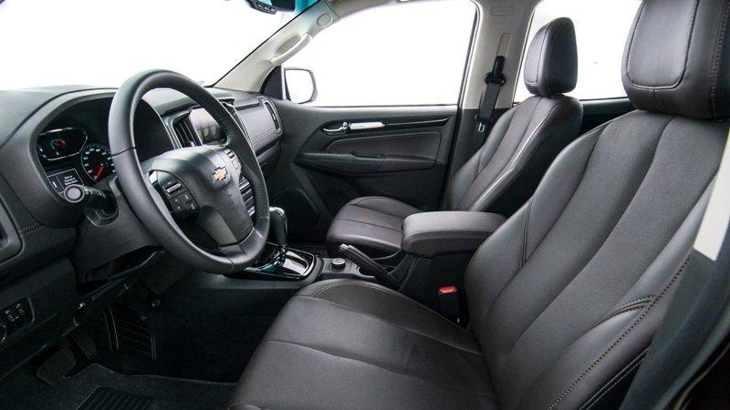 So sánh xe Isuzu MU-X và Chevrolet Trailblazer về ghế ngồi 2
