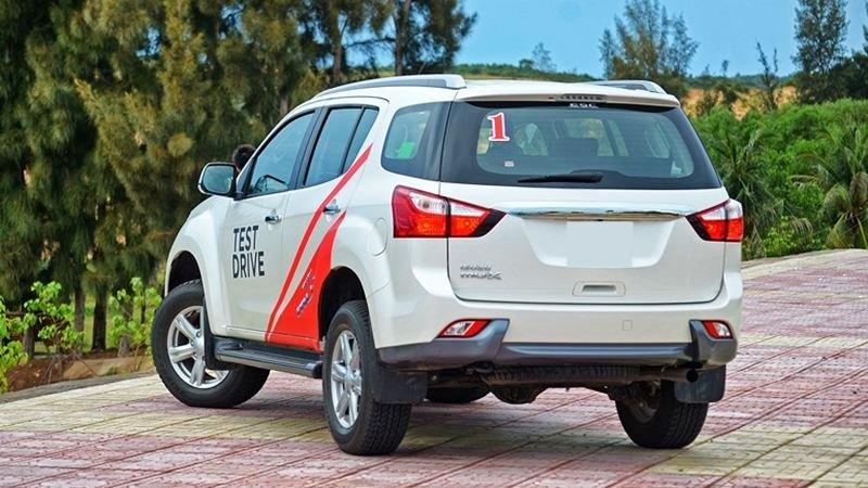 So sánh xe Isuzu MU-X và Chevrolet Trailblazer về đuôi xe 3