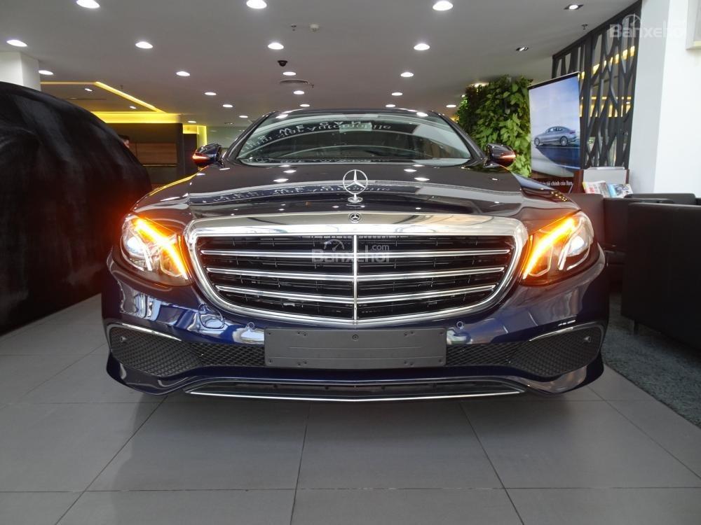 Bán Mercedes-Benz E200 New Model 2020 - KM 50% TTB - Hỗ trợ bank 80% - Ưu đãi tốt trong tháng. LH: 0919 528 520 (1)