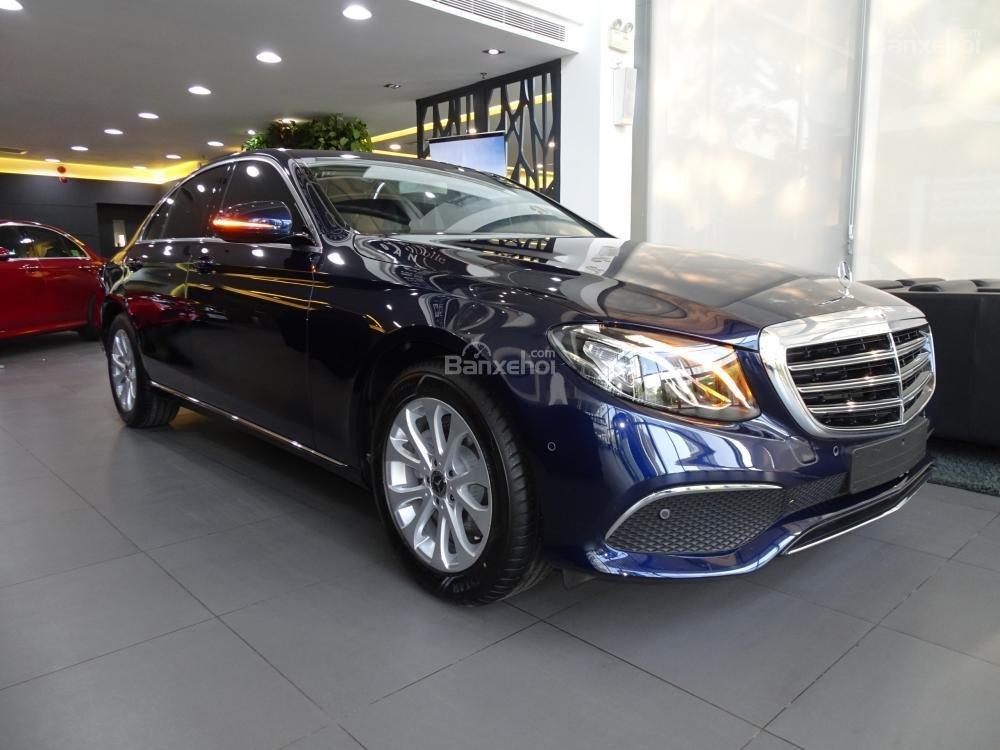 Bán Mercedes-Benz E200 New Model 2020 - KM 50% TTB - Hỗ trợ bank 80% - Ưu đãi tốt trong tháng. LH: 0919 528 520 (2)