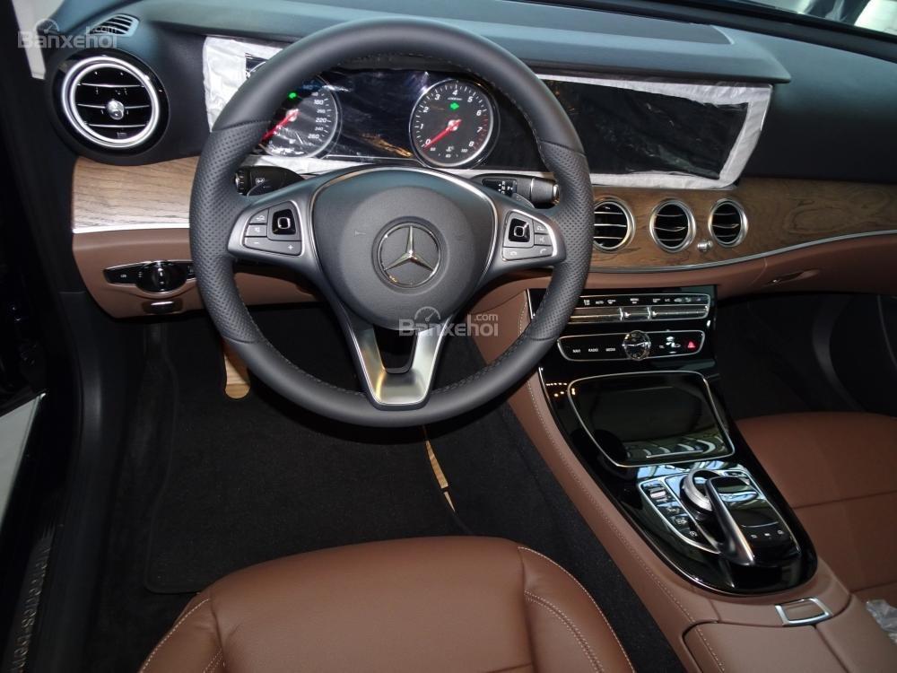 Bán Mercedes-Benz E200 New Model 2020 - KM 50% TTB - Hỗ trợ bank 80% - Ưu đãi tốt trong tháng. LH: 0919 528 520 (5)