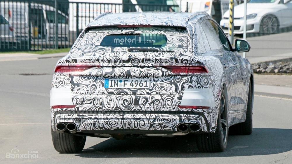 Audi RS Q8 lộ dáng lần đầu, tung tăng lăn bánh - 3