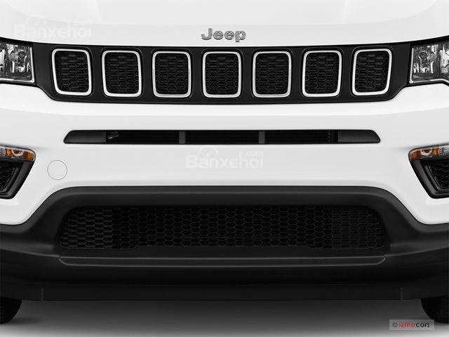 Đánh giá xe Jeep Compass 2018: Lưới tản nhiệt 7 khe gió z