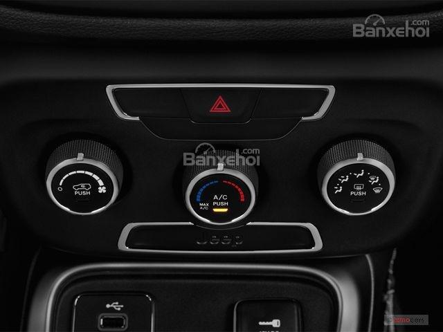 Đánh giá xe Jeep Compass 2018 về trang bị tiện nghi 3a