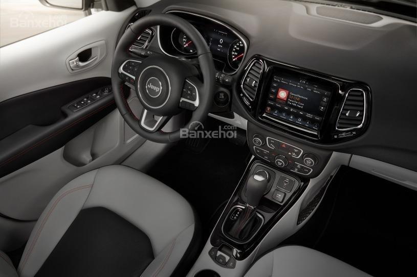 Đánh giá xe Jeep Compass 2018 về trang bị tiện nghi z