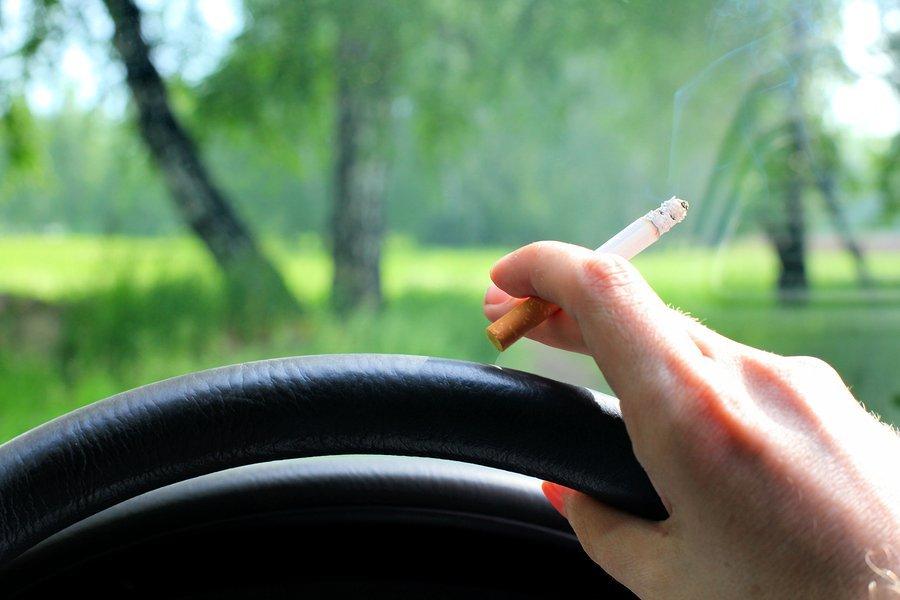 Tác hại của việc hút thuốc lá trên xe ô tô và mẹo đánh bay mùi hôi thuốc lá 5