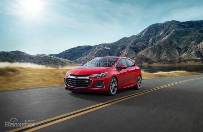 Chevrolet Cruze 2019 chạy trên đường
