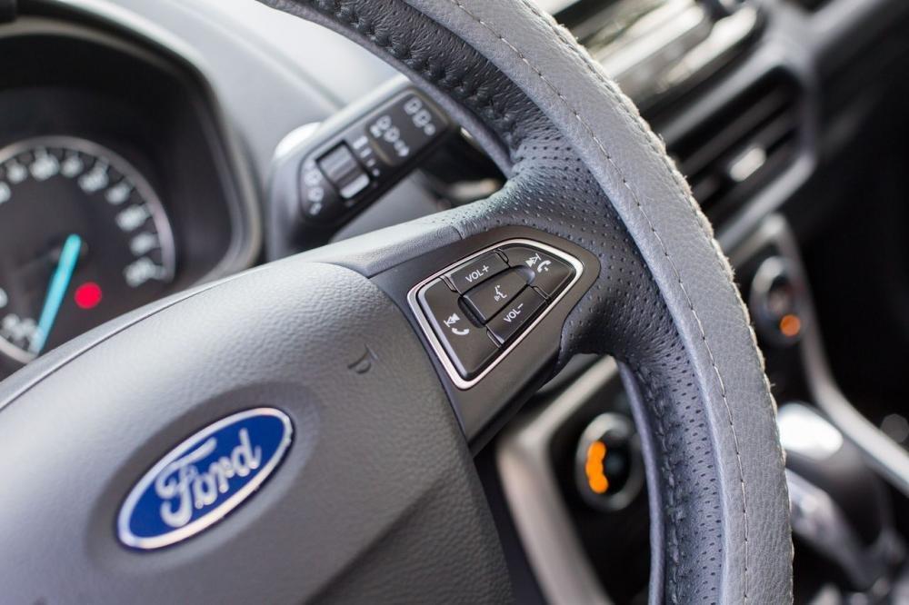 So sánh xe Ford Ecosport 2018 và Suzuki Vitara 2018 về vô-lăng 5