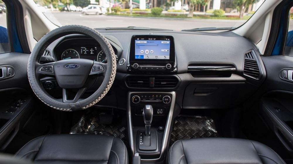 Suzuki Vitara và Ford Ecosport đều sở hữu cabin thực dụng và gọn gàng 3