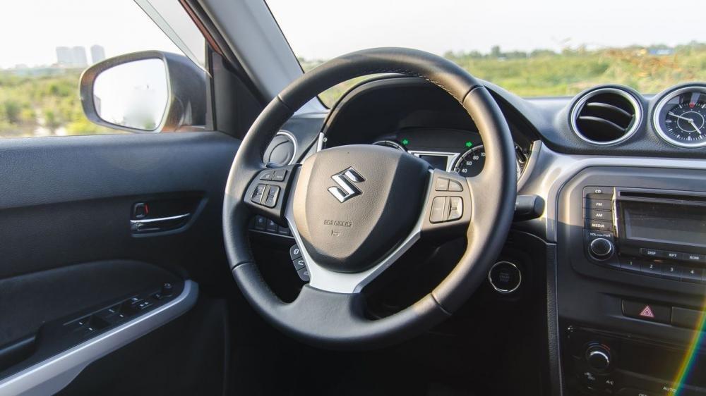 So sánh xe Ford Ecosport 2018 và Suzuki Vitara 2018 về vô-lăng