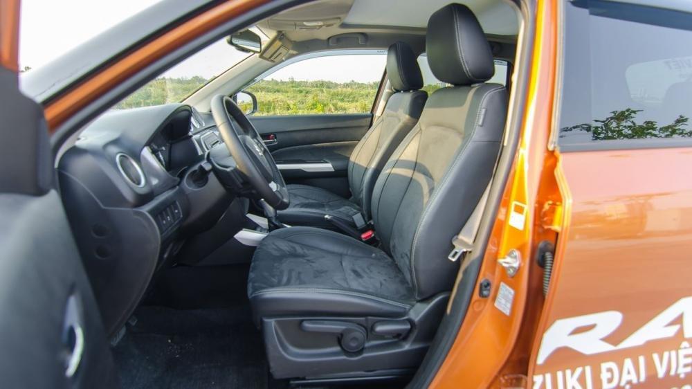 So sánh xe Ford Ecosport 2018 và Suzuki Vitara 2018 về ghế xe.