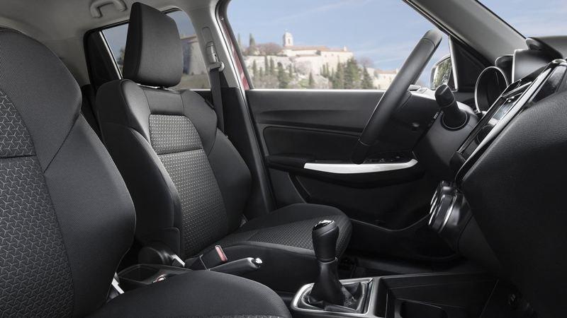 So sánh Suzuki Swift 2019 và Honda Jazz 2019 về nội thất 5...