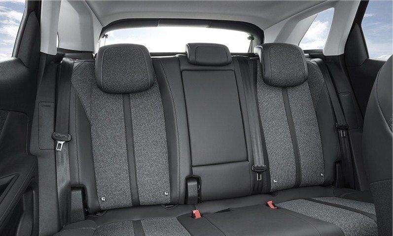 Đánh giá Peugeot 3008 All New 2018: Ghế ngồi bọc da màu đen cao cấp 1