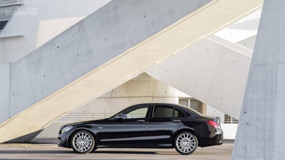 Đánh giá xe Mercedes-Benz C-Class 2019 về thiết kế thân xe..