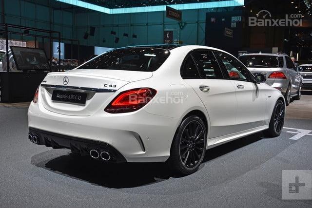 Đánh giá xe Mercedes-Benz C-Class 2019 về thiết kế đuôi xe..