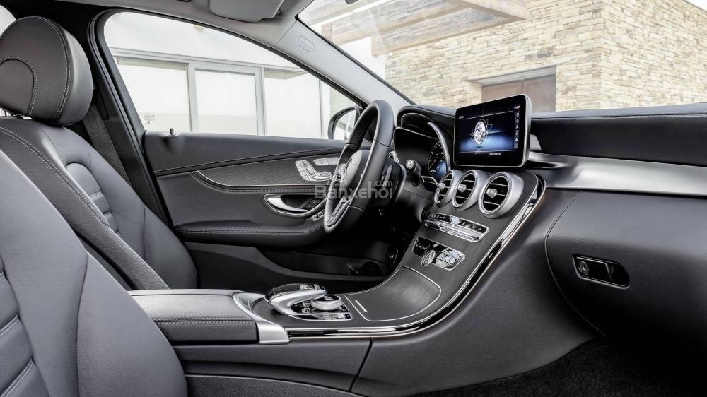 Đánh giá xe Mercedes-Benz C-Class 2019: Màn hình giải trí 7 inch tiêu chuẩn.