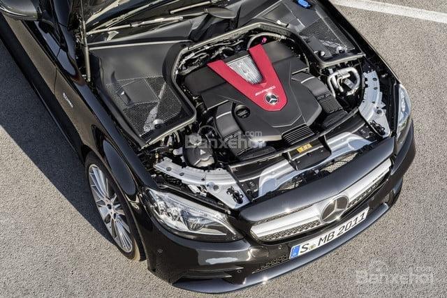 Đánh giá xe Mercedes-Benz C-Class 2019 về động cơ.