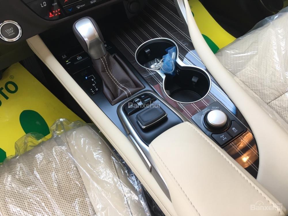 Cần bán Lexus RX 350L sản xuất năm 2018, bản 07 chỗ màu trắng, nhập khẩu Mỹ, giá tốt-13
