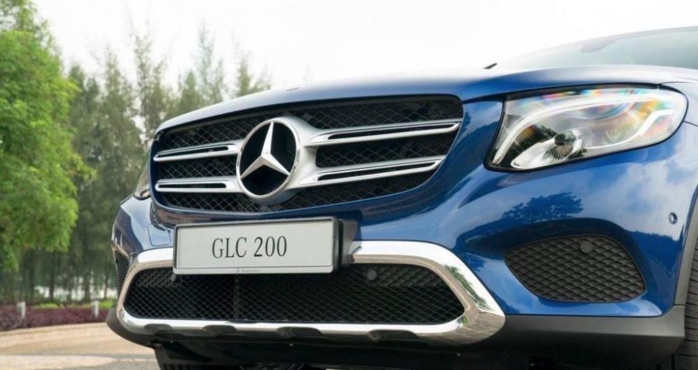 Ảnh chụp lưới tản nhiệt xe Mercedes-Benz GLC 200 2018