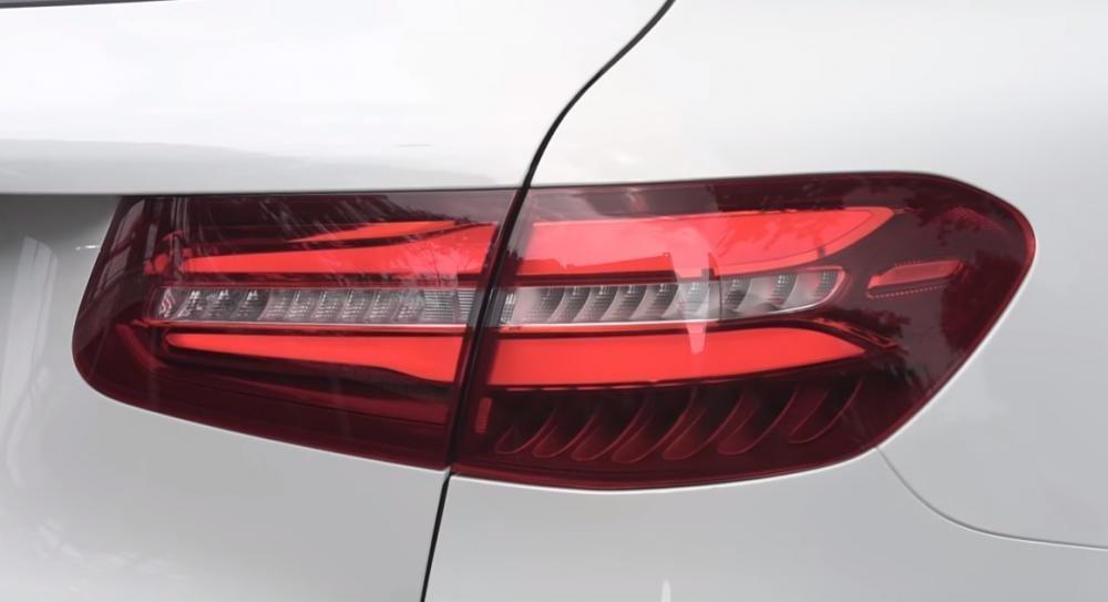 Ảnh chụp đèn hậu xe Mercedes-Benz GLC 200 2018