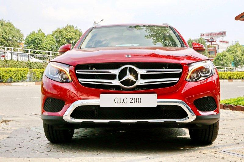 Ảnh chụp trước xe Mercedes-Benz GLC 200 2018