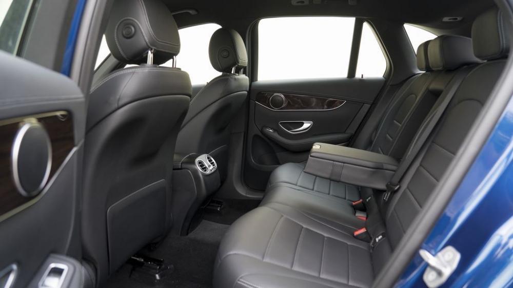 Ảnh chụp ghế sau xe Mercedes-Benz GLC 200 2018