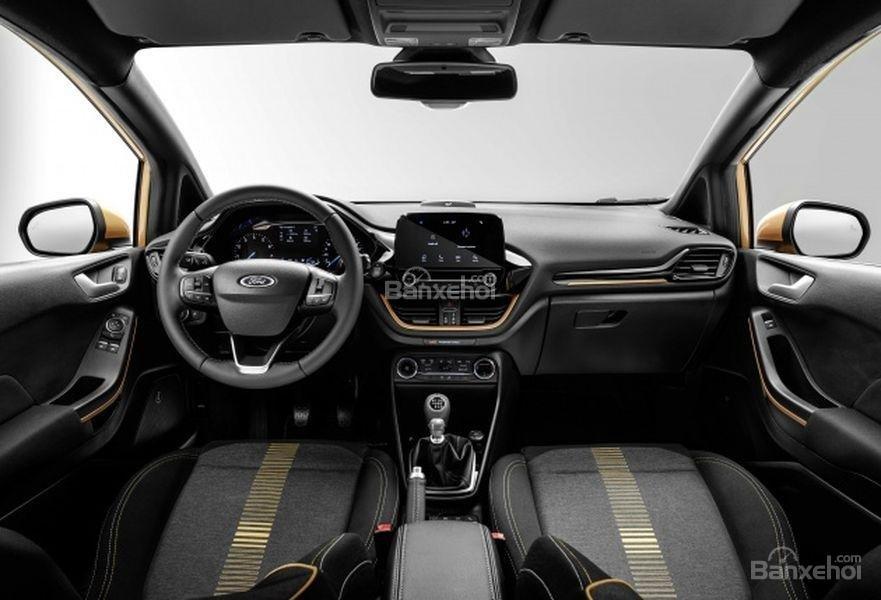Đánh giá xe Ford Fiesta Active 2018: Khoang cabin.