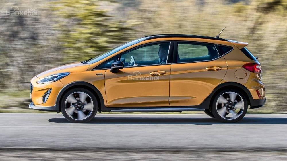 Đánh giá xe Ford Fiesta Active 2018: Thân xe.