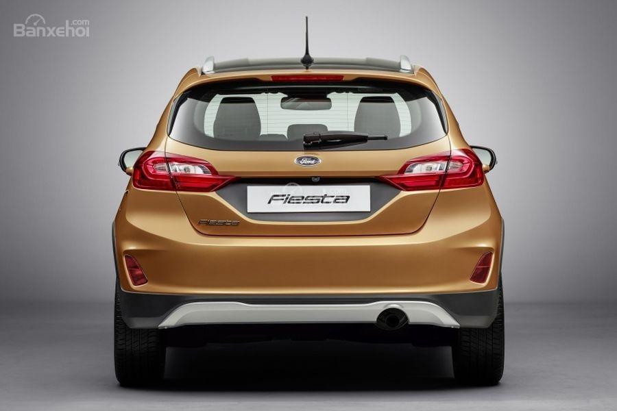 Đánh giá xe Ford Fiesta Active 2018: Đuôi xe.