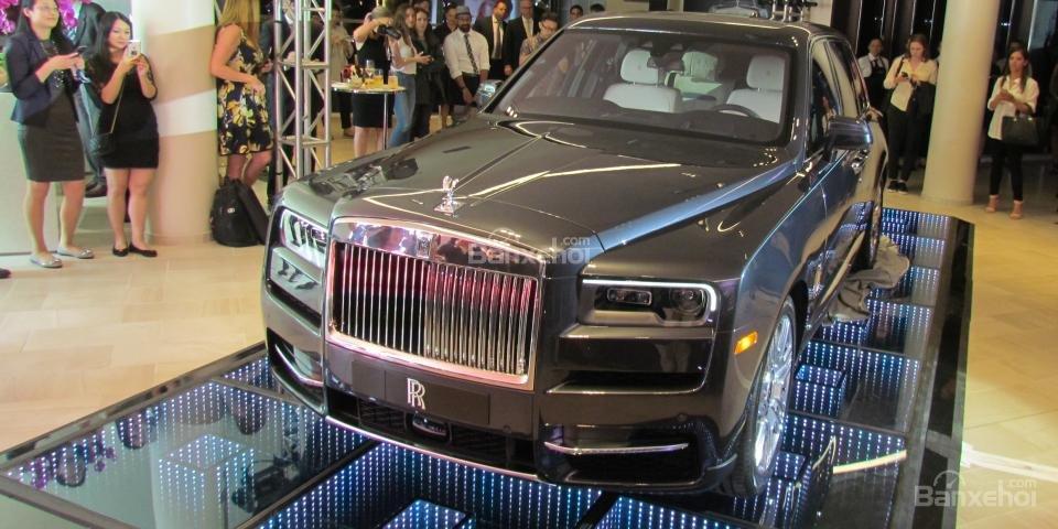 Giá lăn bánh Rolls-Royce Cullinan 2019 sau khi về Việt Nam lên tới hơn 46 tỷ đồng.