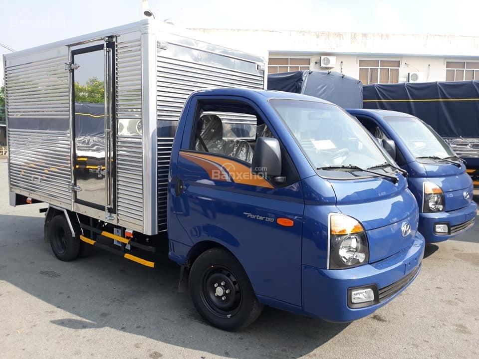 Cần bán Hyundai Porter 150 mui bạt, năm sản xuất 2020, màu xanh lam, xe nhập (2)