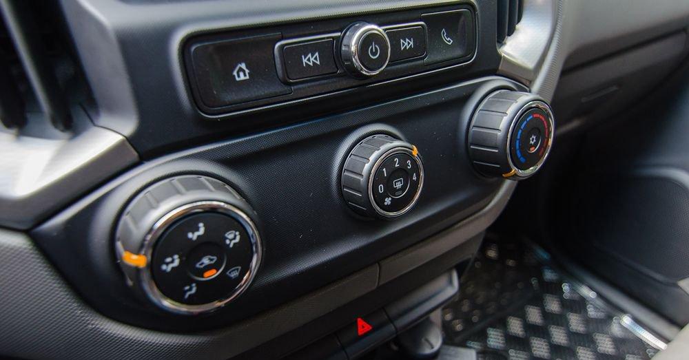 So sánh Chevrolet Colorado 2018 và Mitsubishi Triton 2018 về trang bị giải trí 3